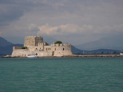 Sailing Greek islands - Greece charter sailing holidays - Sightseeing and Archeology - Nafplio - Burtzi castle - view from the town port