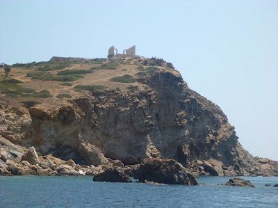 Sailing Greek islands - Greece charter sailing holidays - Sightseeing and Archeology - Cape Sounio - Posseidon's Temple - looking up from the bay